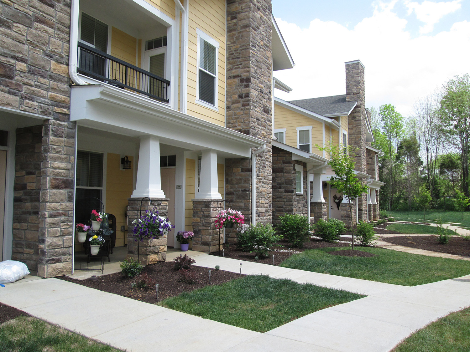 4 Bedroom Apts Near Me - Houses For Rent Info
